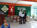 Trường THCS Nguyễn Khuyến tổ chức tặng quà cho trường kết nghĩa